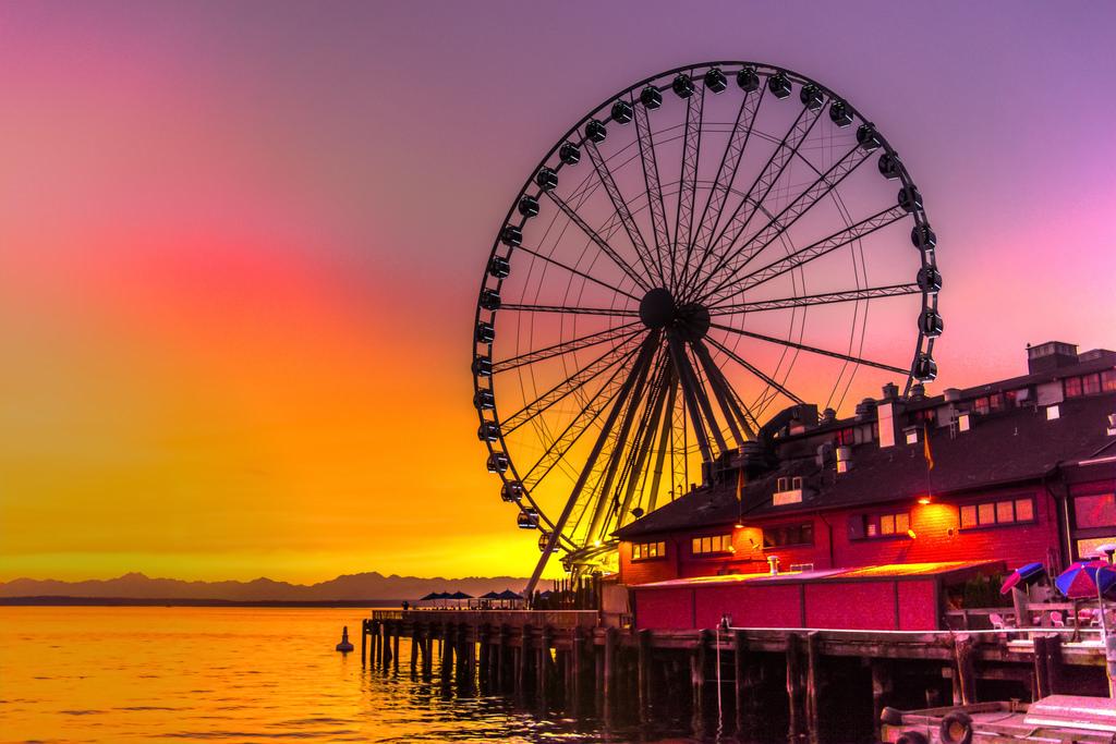 Seattle Ferris Wheel.jpg