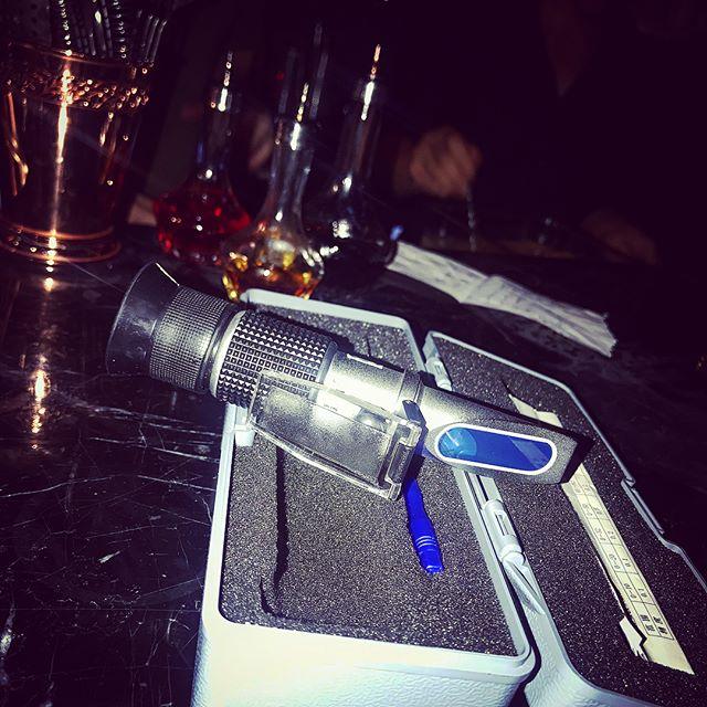 when mixology meets high-tech 😜 #refractometer #cocktology  @deus_cocktails_sh #craftcocktail #shanghaibynight #bartenderlife #cocktailporn #happyhour #iamdeus