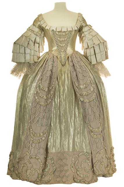 pascal-franc2baois-2-costume-pour-monsieur-beaucaire-opc2acra-romantique-de-messager-dc2accors-et-costumes-dgc3a7c3b6yves-bonnat-opc2acra-comique-1955-c2ac-cncs-pascal-fra.jpg