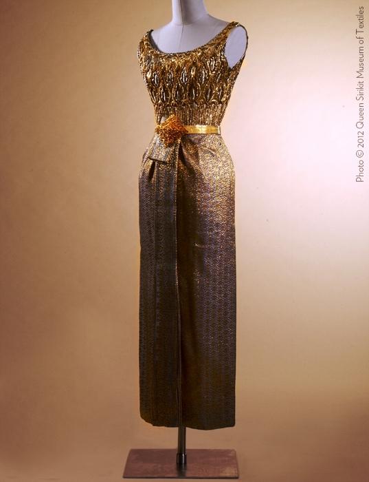 Couturenotebook+Queen+Sirikit+of+Thailand- (1).jpg