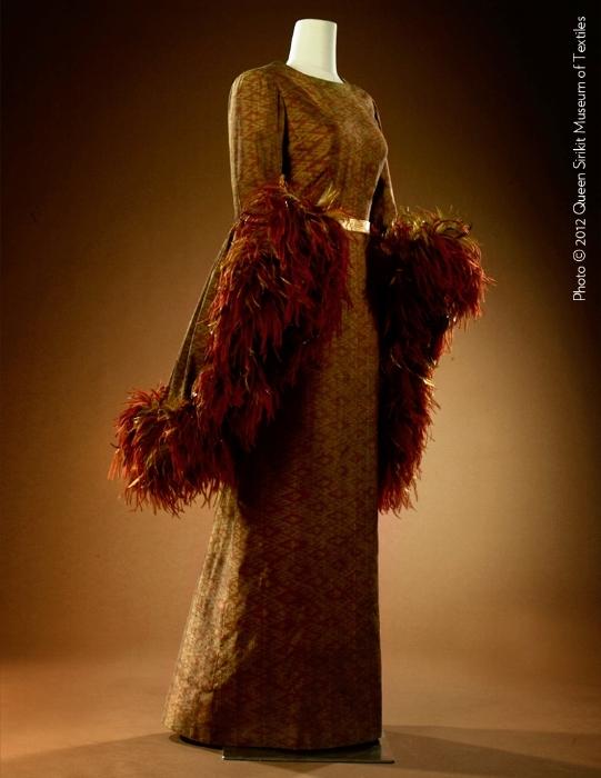 Couturenotebook+Queen+Sirikit+of+Thailand- (2).jpg