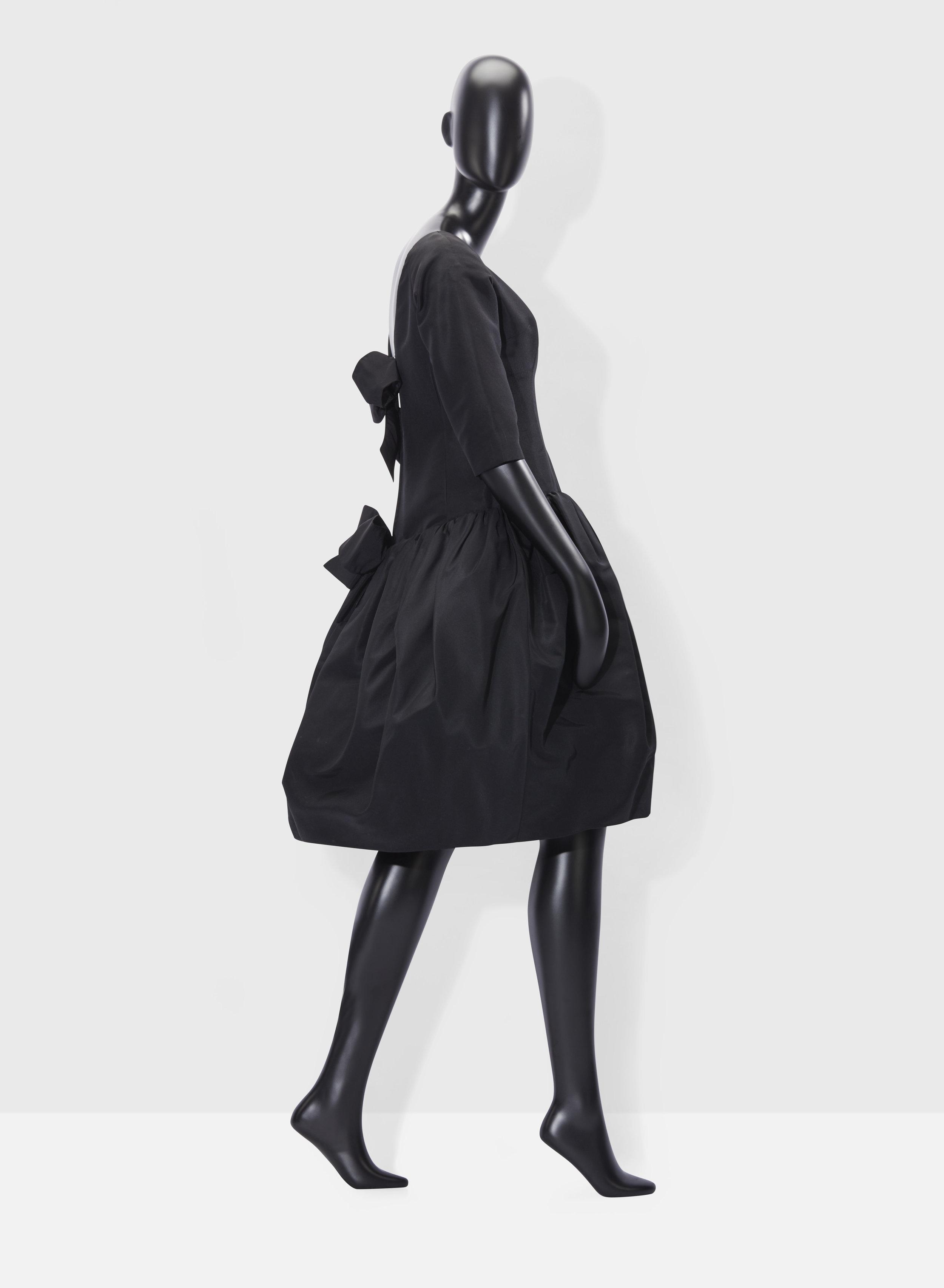 Dior 1960 de profil.jpg