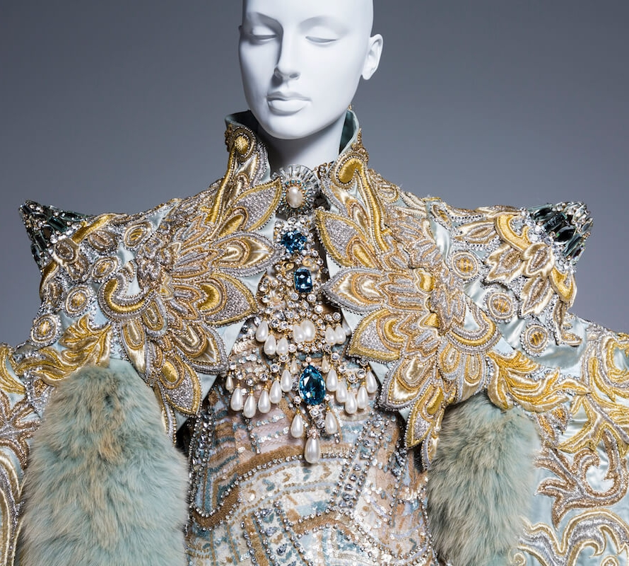 """""""White+Queen""""+gown+from+the+1002+Nights+collection,+2010.jpg"""