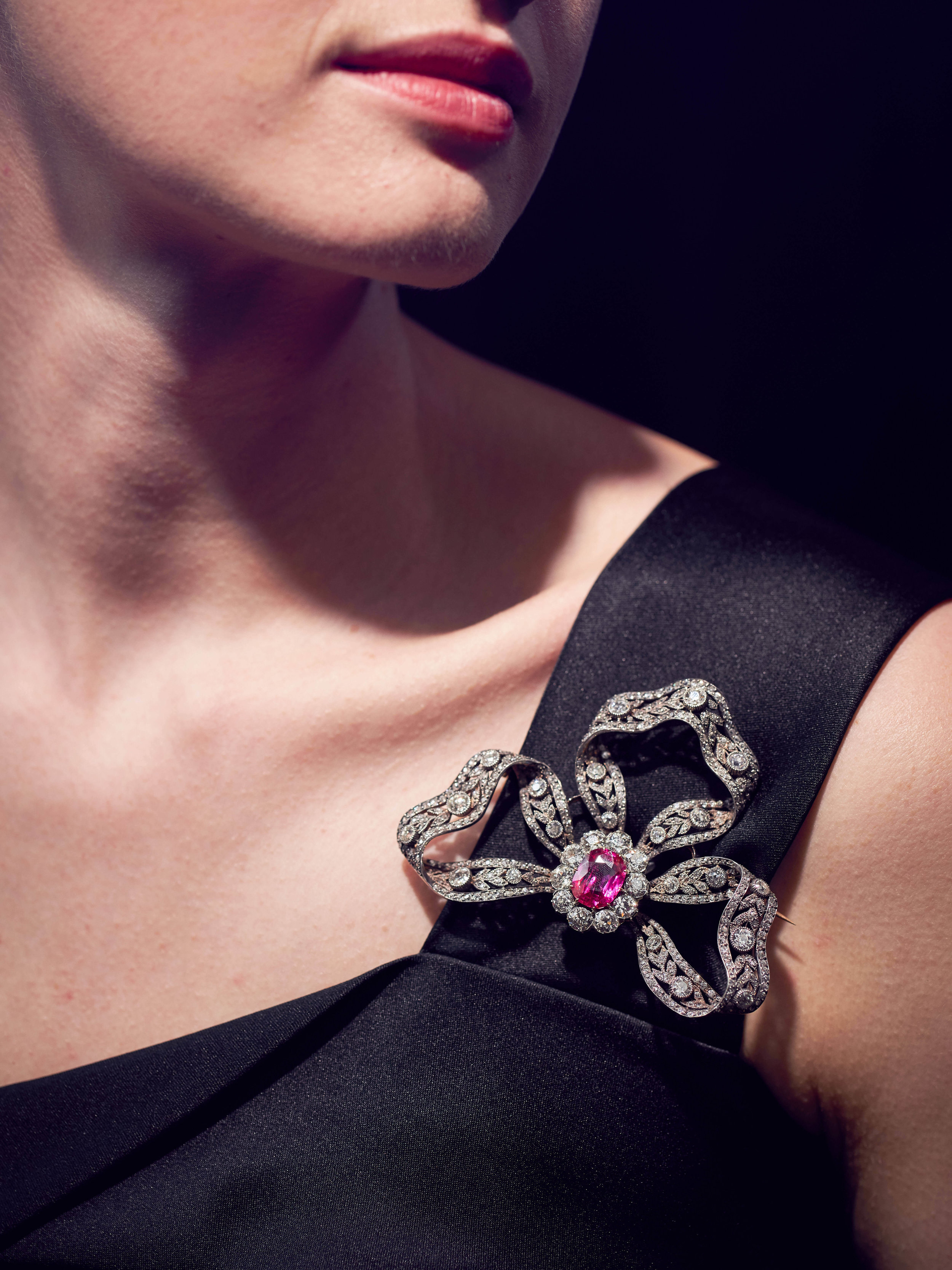 A diamond bow brooch adorned with a 6.89-carat Burmese ruby/ Estimate: $ 200,000 – 300,000
