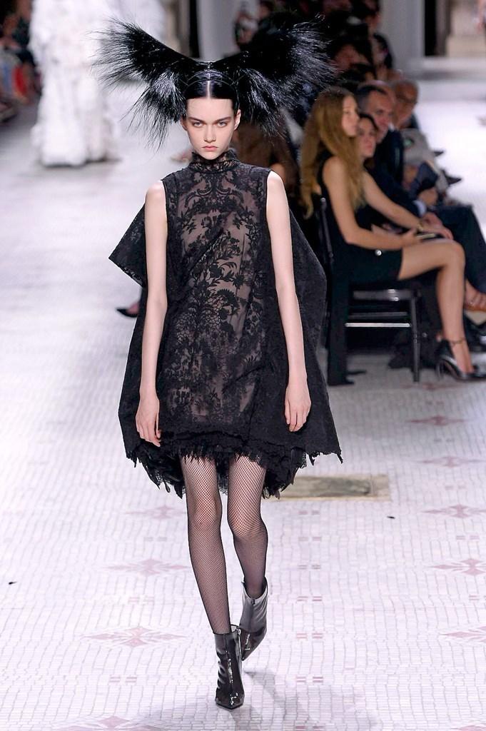 Givenchy_45_isi_1819.jpg