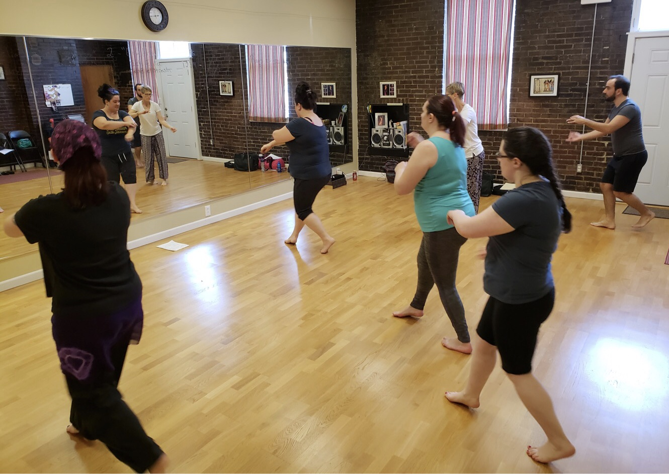 "Amber teaches her ""Intro to Egyptian Street Dance"" workshop in St Louis, MO"