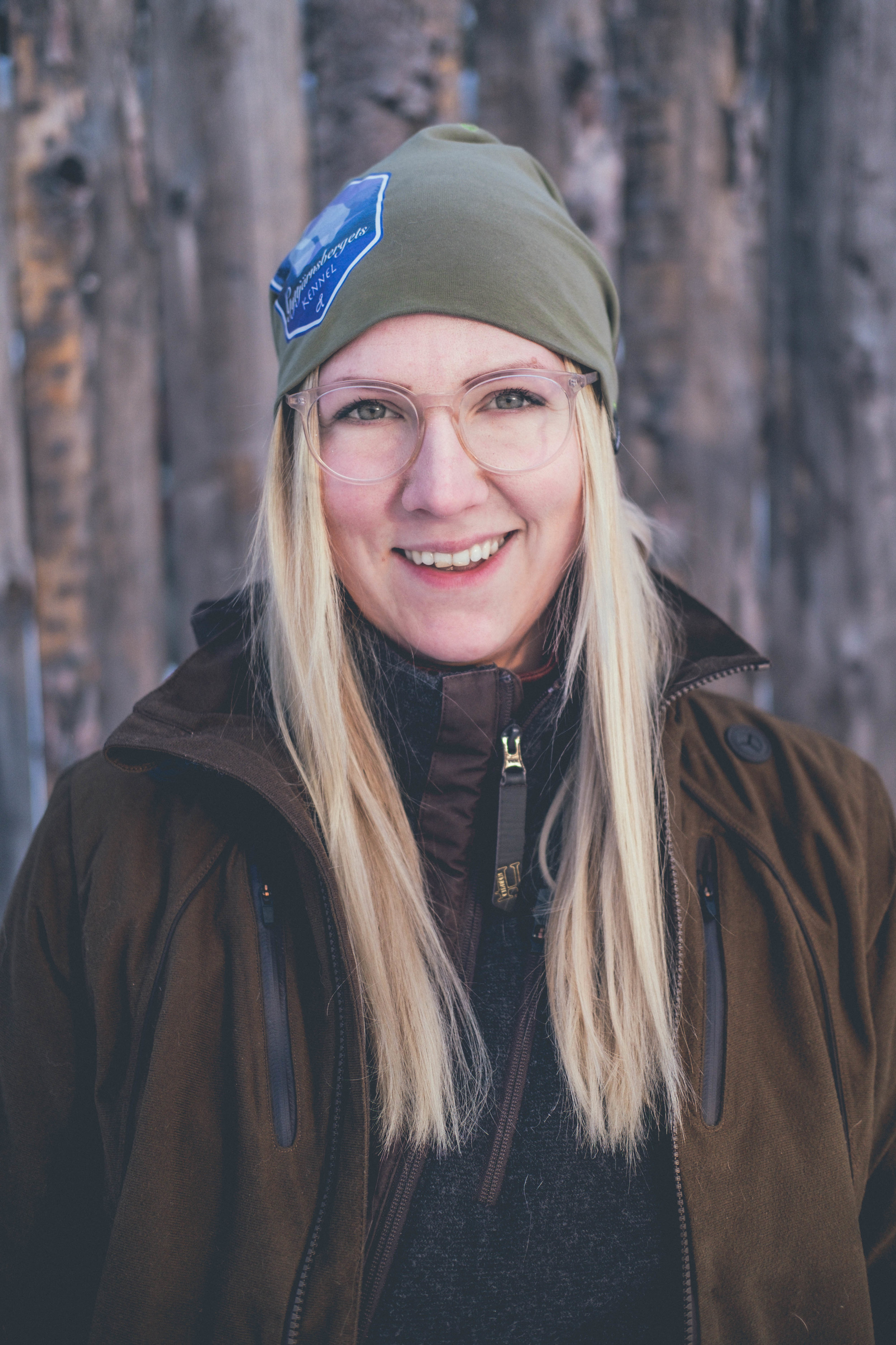 """Kursledare Emilia Sundström - Tel: 070 - 62 78 108E-mail: info@algparken.seMarkera ditt mail """"Hundutbildning"""""""