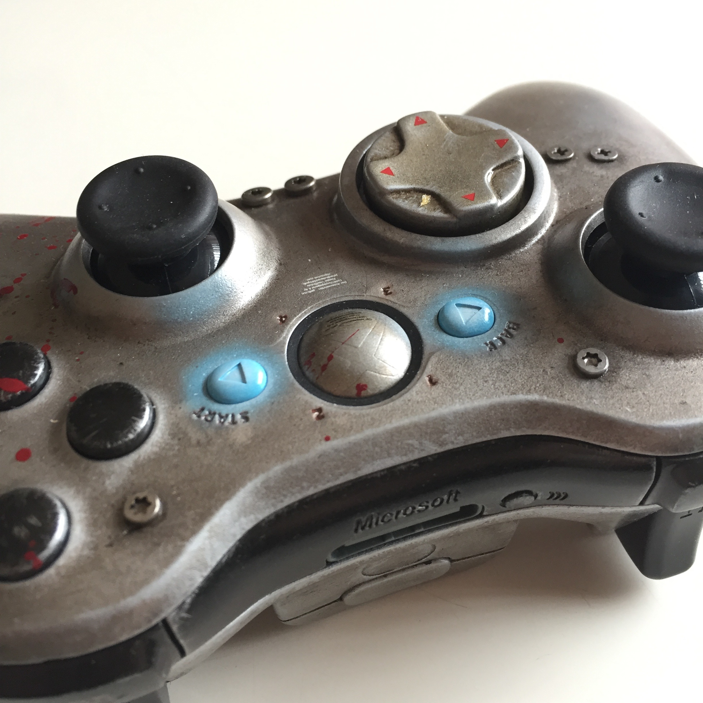 Gears of Wars - WAR Custom Controller 04.jpg