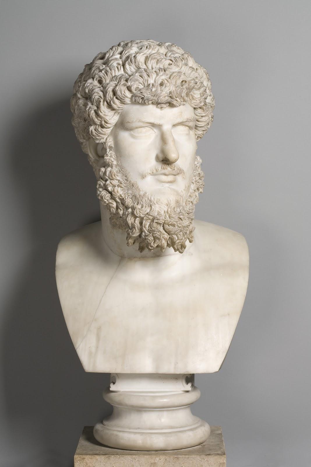 Portrait of Lucius Verus. Head: ca. 180 AD, modern bust: Carlo Albacini. Louvre Museum, Paris. © Musée du Louvre, Daniel Lebée and Carine Déambrosis