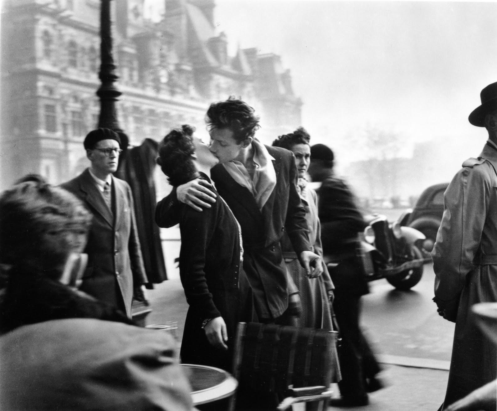 The Kiss at Hotel de Ville , 1950, © atelier Robert Doisneau