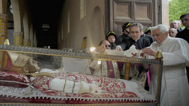 Pope Benedict XVI visits tomb of Pope Celestine V Aquila 2009