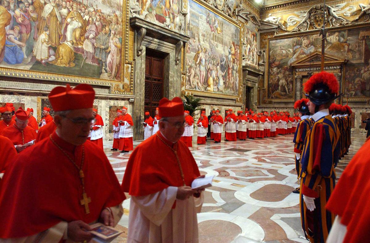 Cardinals prepare to enter Sistine Chapel for Conclave, Sala Regia. 17 April 2005 © Arturo Mari/AFP/Getty Images