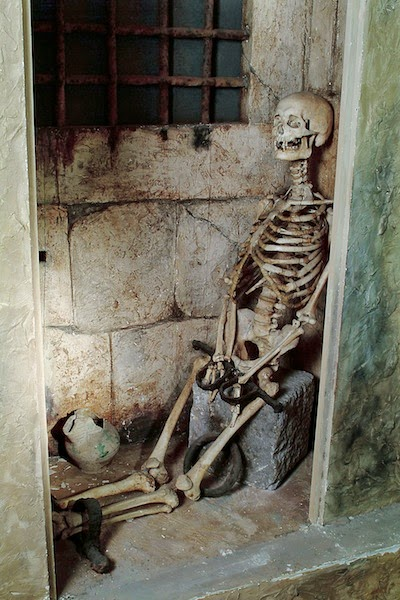 Female skeleton discovered shacked in Poggio Catino in the 1930s, Museo di Criminologia, Rome. [ source ]