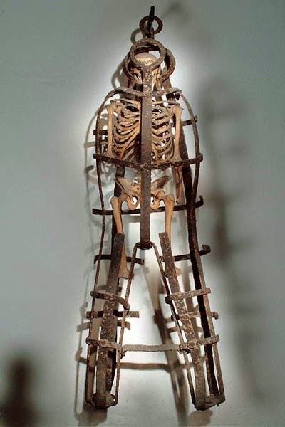 Human-shaped cage, discovered with real skeleton, Museo di Criminologia, Rome [ source ]