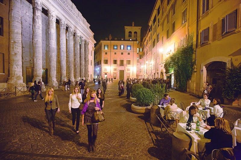 Piazza di Pietra, [ source ]