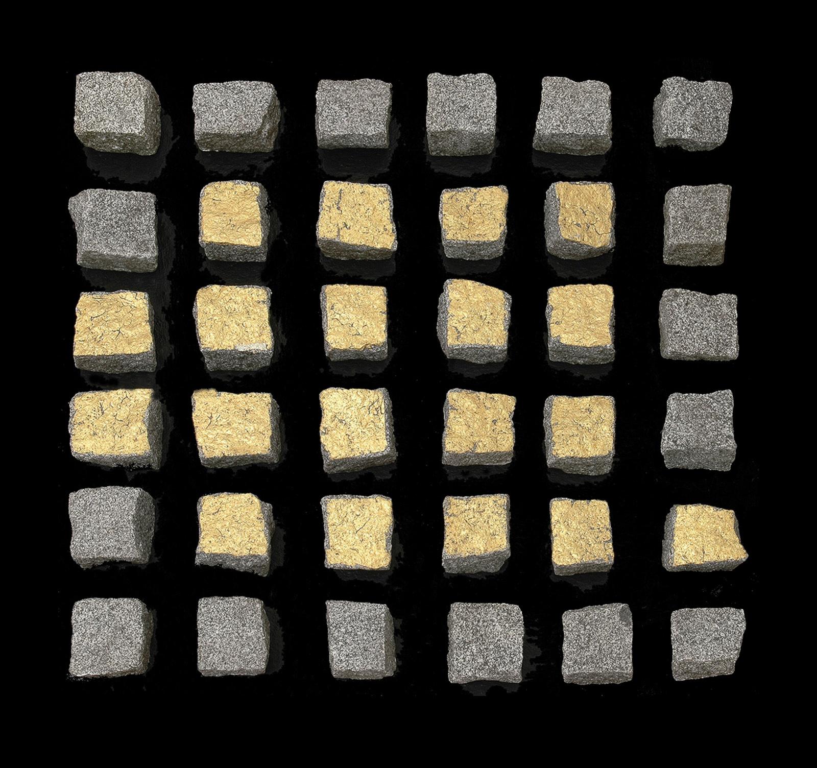 Goldsteinobjekt  1984 - Granit und Blattgold - 80 x 80 cm