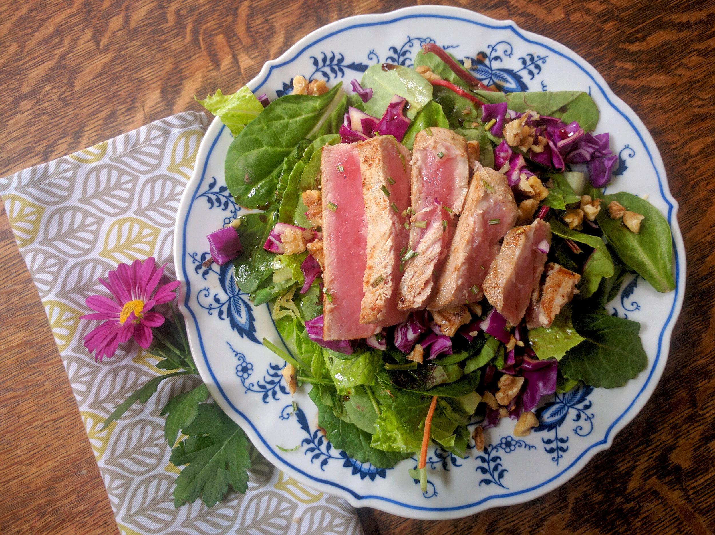 tuna steak, whole30, whole30 recipes, salad, tuna steak recipe, fish recipe