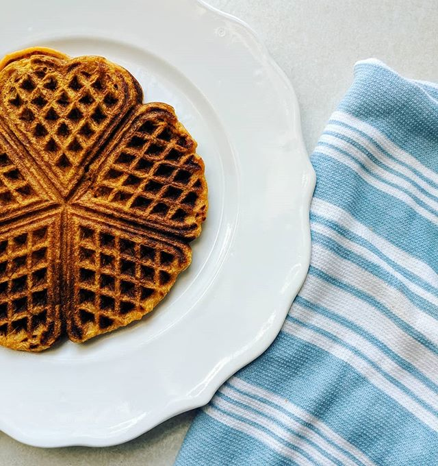New recipe! These waffles are full of...sweet potatoes! 🧡🧡🧡. They are a perfect fall breakfast.  The recipe is on the blog! . . #homemade #wafflewednesday #healthyfood #eatyourveggies