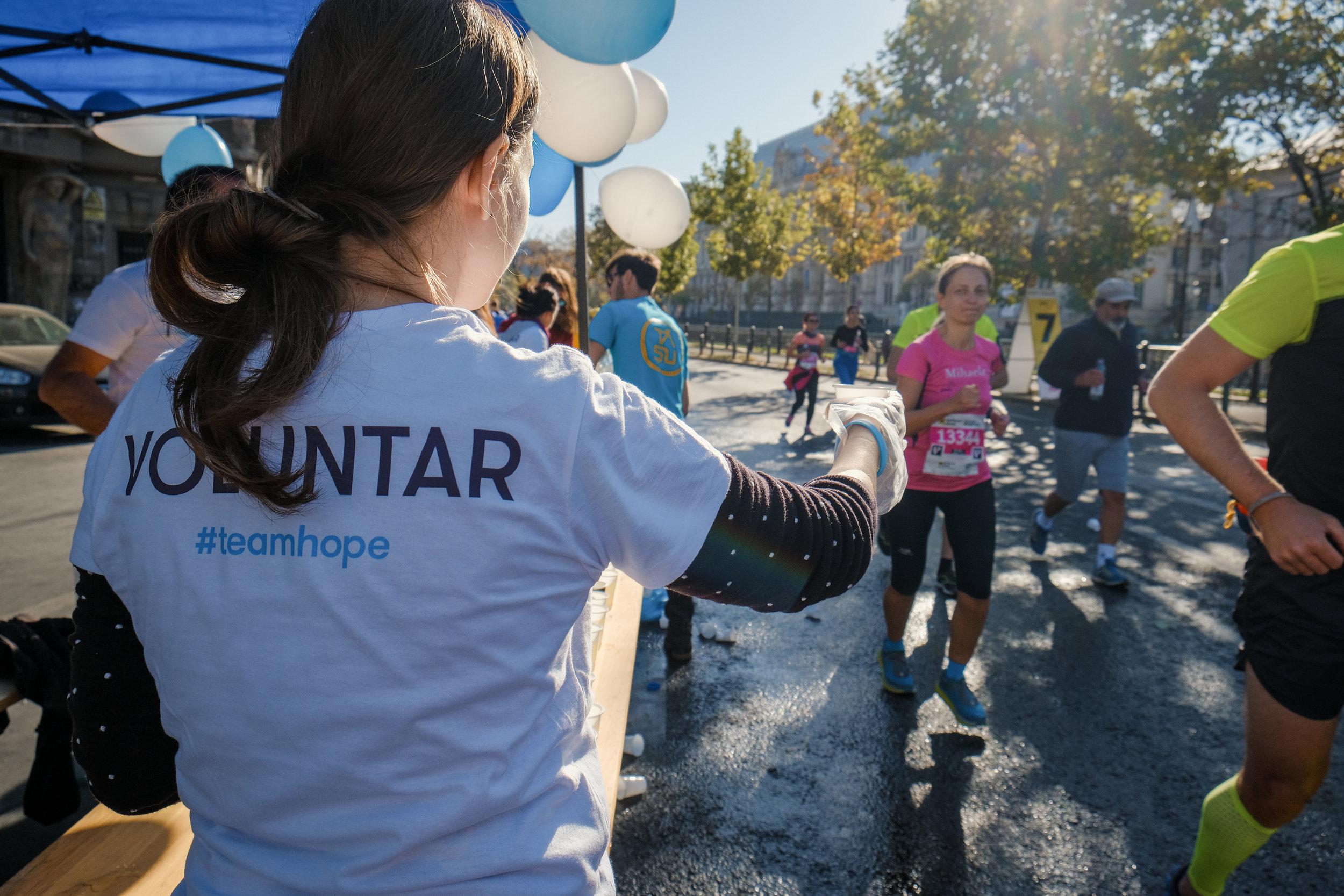 VoluntariTeamHope_maraton_Răzvan Leucea2.jpg