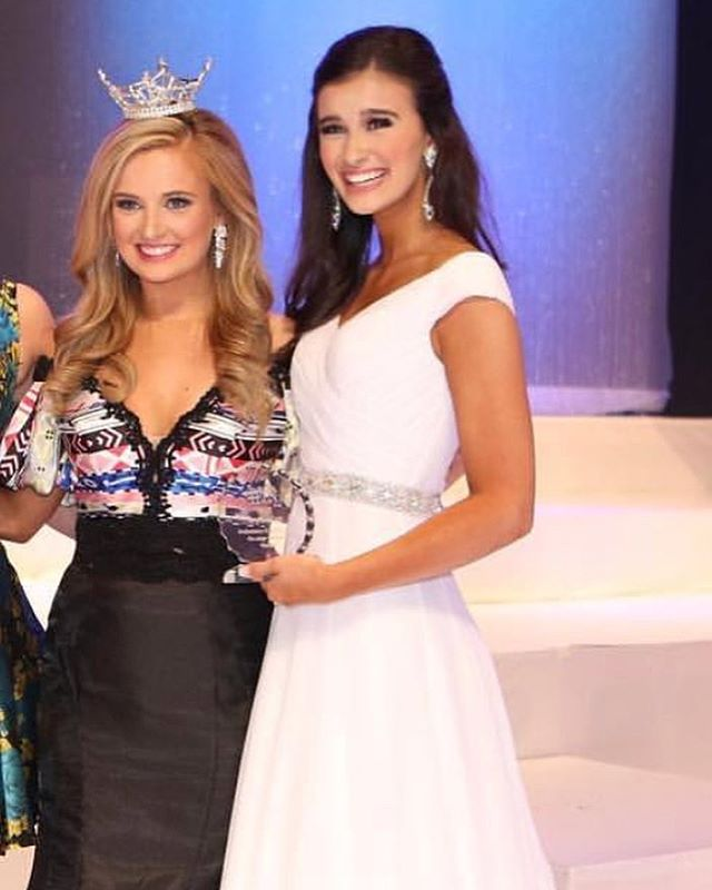 Way to go Queendom client @camille_was_born_to_be_a_star she won Miss Arkansas Outstanding  Teen Prelim evening gown and onstage question!! So proud of this gorgeous girl! • • • • • #taylorpageantconsultant #tpcqueens #queendom #missusa #missteenusa #missuniverse #roadtomissusa #roadtomissteenusa #missoutstandingteen #missamerica #pageantcoaches #pageants #pageantgirls #beautyqueen #interview #nationalamericanmiss #internationaljuniormiss #misshighschoolamerica #muo #ijm #interviewskills #modeling #love #ootd #photooftheday #instagood