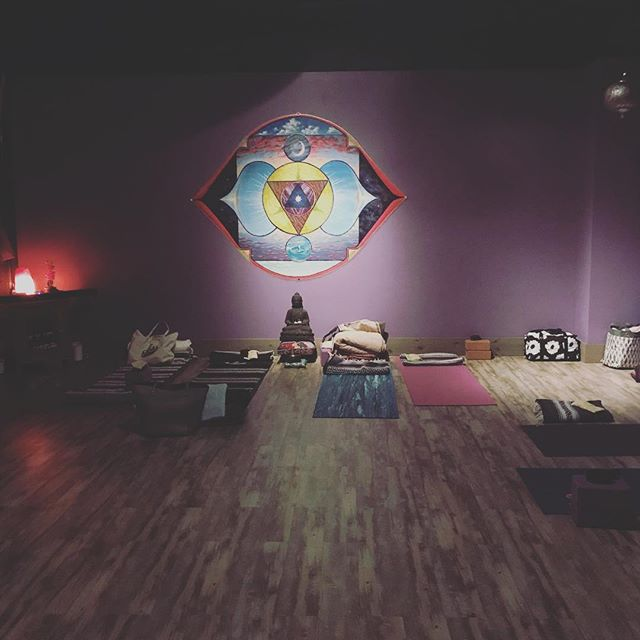 Restorative Yoga Teacher Training in full effect this weekend!!!💜 No better way to spend this first CHILLY below zero weekend of the year...than snuggled up and RELAXING with props props props and more props 🙌❄️😁✌️ . . #cantwaittosharewithyou