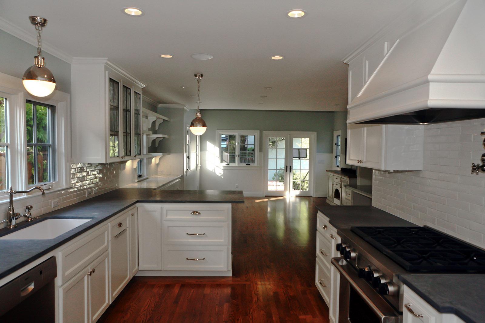 IMG_web kitchen 4-_sml.jpg