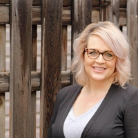 Written by Shannon Rheault, Director of OolaCorporate Training Canada.  Shannon has been using training and education to create positive change for measurable results for over 10+ years. Shannon has a wealth of experience in the corporate world and more specifically in training.
