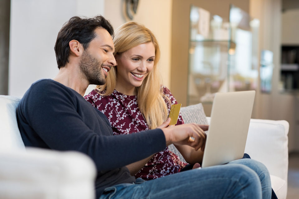couple-making-an-online-reservation.jpg