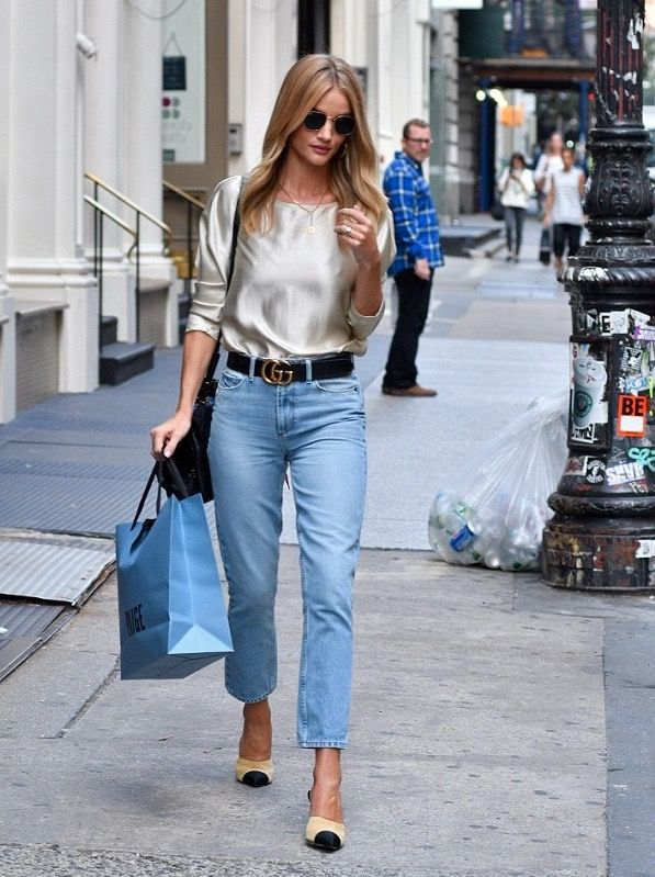 8. THE MINIMALIST ROSIE HW  - With Rosie Huntington-Whiteley, minimalism is key. Her signature look is a pair of denim skinnies that show off her ever growing legs, paired with an amazing blouse.