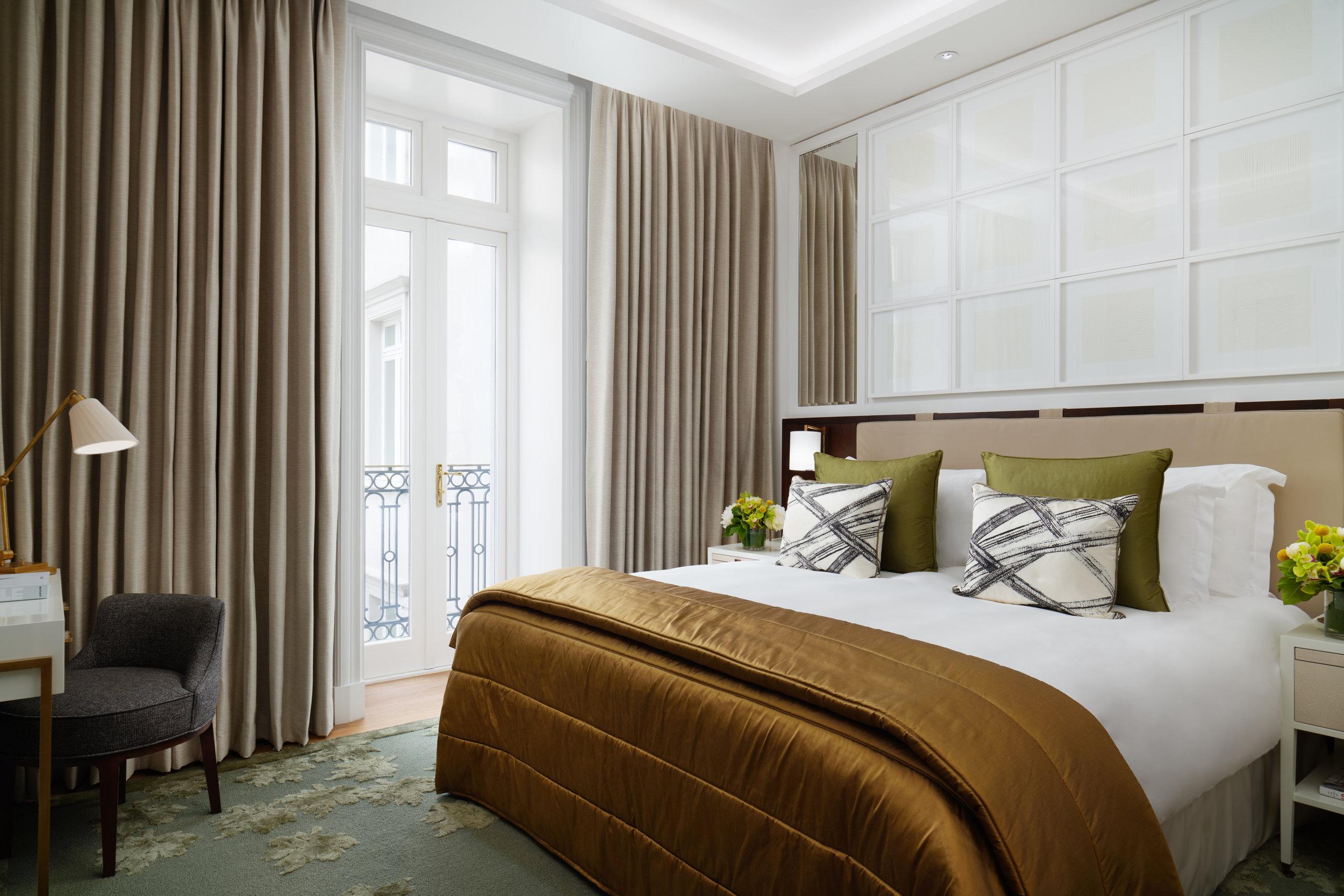 CorinthiaHotel_Garden_Suite_Bedroom_Jack_Hardy_2018.jpg
