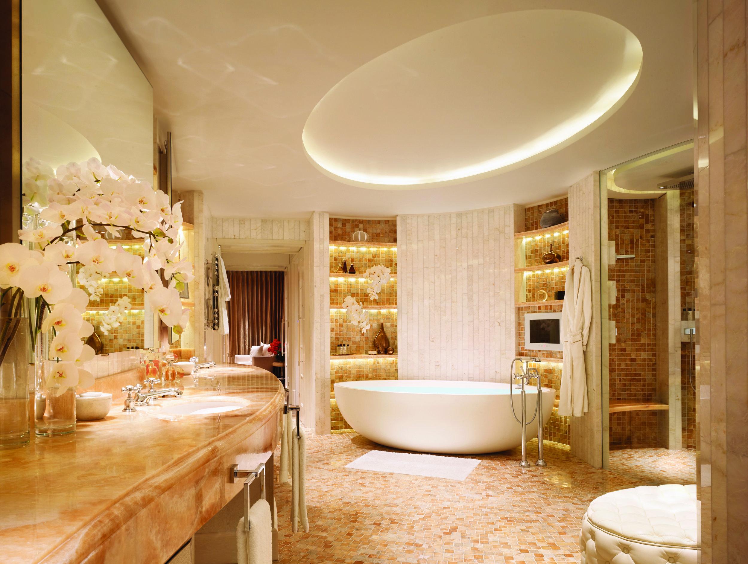 Royal Penthouse Main Bathroom (landscape) Corinthia Hotel London.jpg
