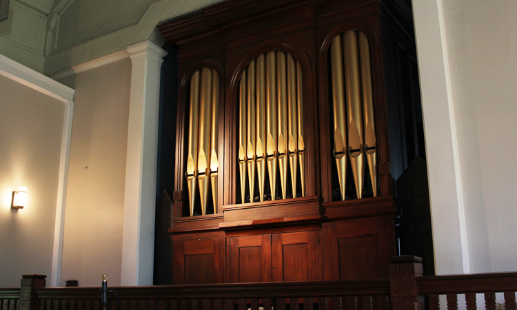 Pipe organ built in 1865 by William Johnson