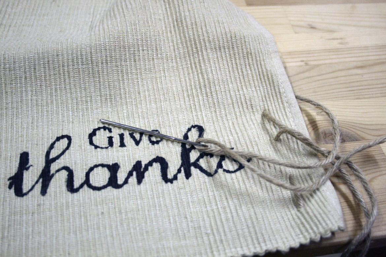 diy_thanksgiving_placemats.jpg