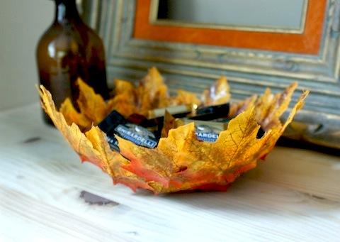 diy-autumn-leaf-bowl-HelloLucky2.jpg