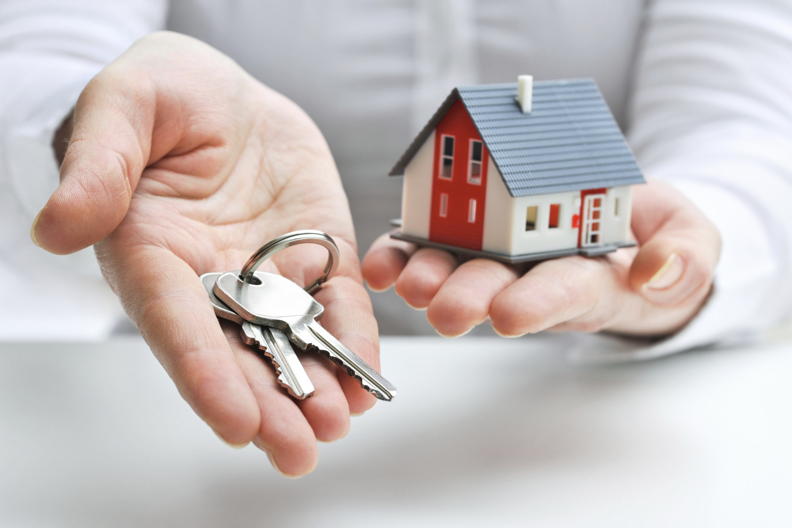 house_keys_hands-9d56cb.jpg