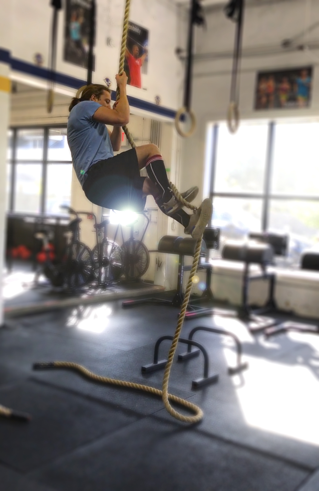 Congratulations to PVCF athlete, Joe Johnson on tackling the rope climbs! It's Joe's second month at Pioneer Valley CrossFit and he's already climbing to the ceiling ⭐