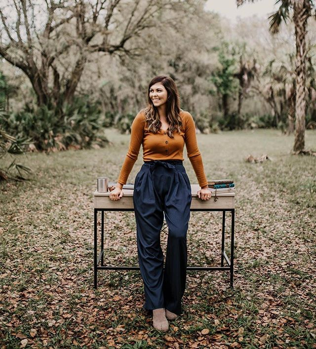 Favorite thing about photoshoots in the woods? They never look the same. Moody lighting, mossy oaks, perfect depth, friendly palmettos, vibrant outfits, fun props. We're always tickled at how each person makes it their own.✨🍂 📸 @kandicestoryphotography  #woodsandweddings #businessphotoshoot #personalbrand #floridaphotographer #personalityshot