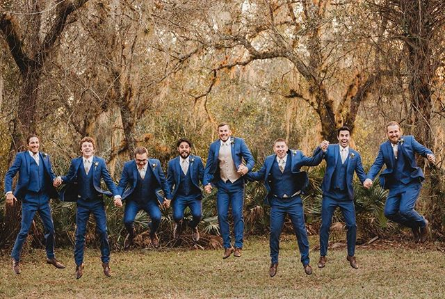 How excited we are for fall weddings! First comes pumpkin spice, then comes marriage, then comes... well, you know the rest. 🍂