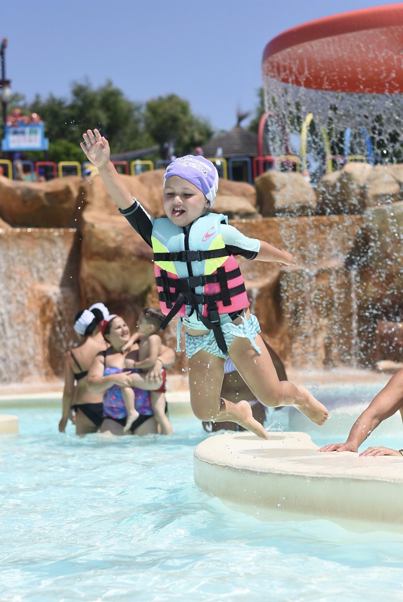 Cefalu___Waterpark___Luna_Jumping.jpeg