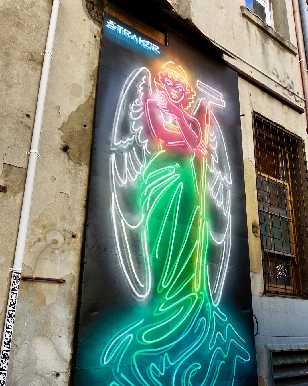 Mural artworks in Pier Street Laneway (2018) - Artist Drew Straker 'the Muralist'Pier Street lanewayOne of 3 new artworks in the Pier Street laneway by Perth artist Drew Straker.Straker's unique murals appear to light up streets like neon signs, but are actually 2D and created using only spray paint and a 'neon glow' technique (of white lines under a transparent colour).For further details on the artist see Muralist's Instagram page