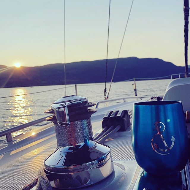 Sunset Sailing Tours. What else can we say? What to do with friends visiting? How about a classy private yacht tour? Book it today. #okyachtlife #okanaganyachttours