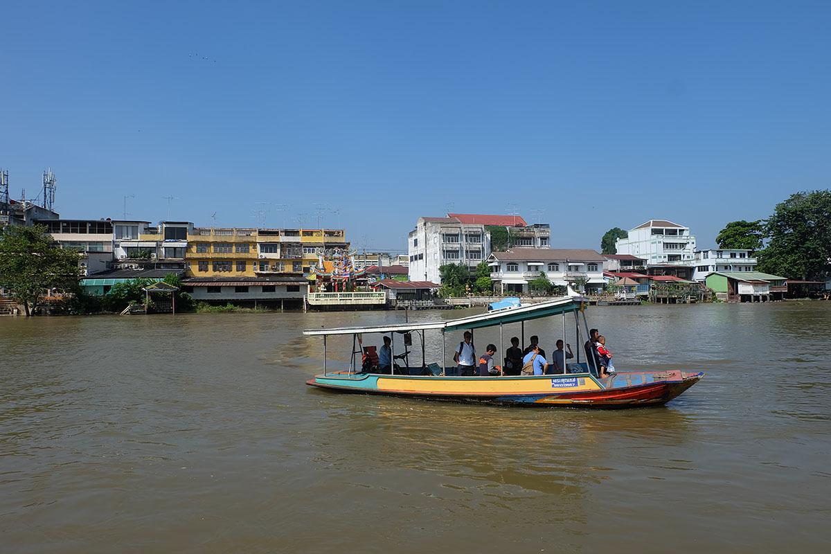 """Sungai Chao Phraya & kapal menuju """"pulau"""" Ayutthaya"""