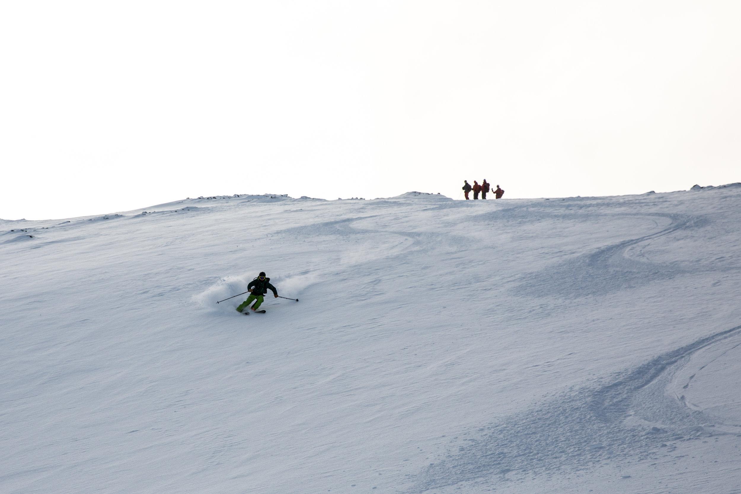 """God skiteknikk gjer turen både artigare og tryggare, og mange knekker """"laussnøkoda"""" i løpet av våre kurs i høgfjellsterreng."""