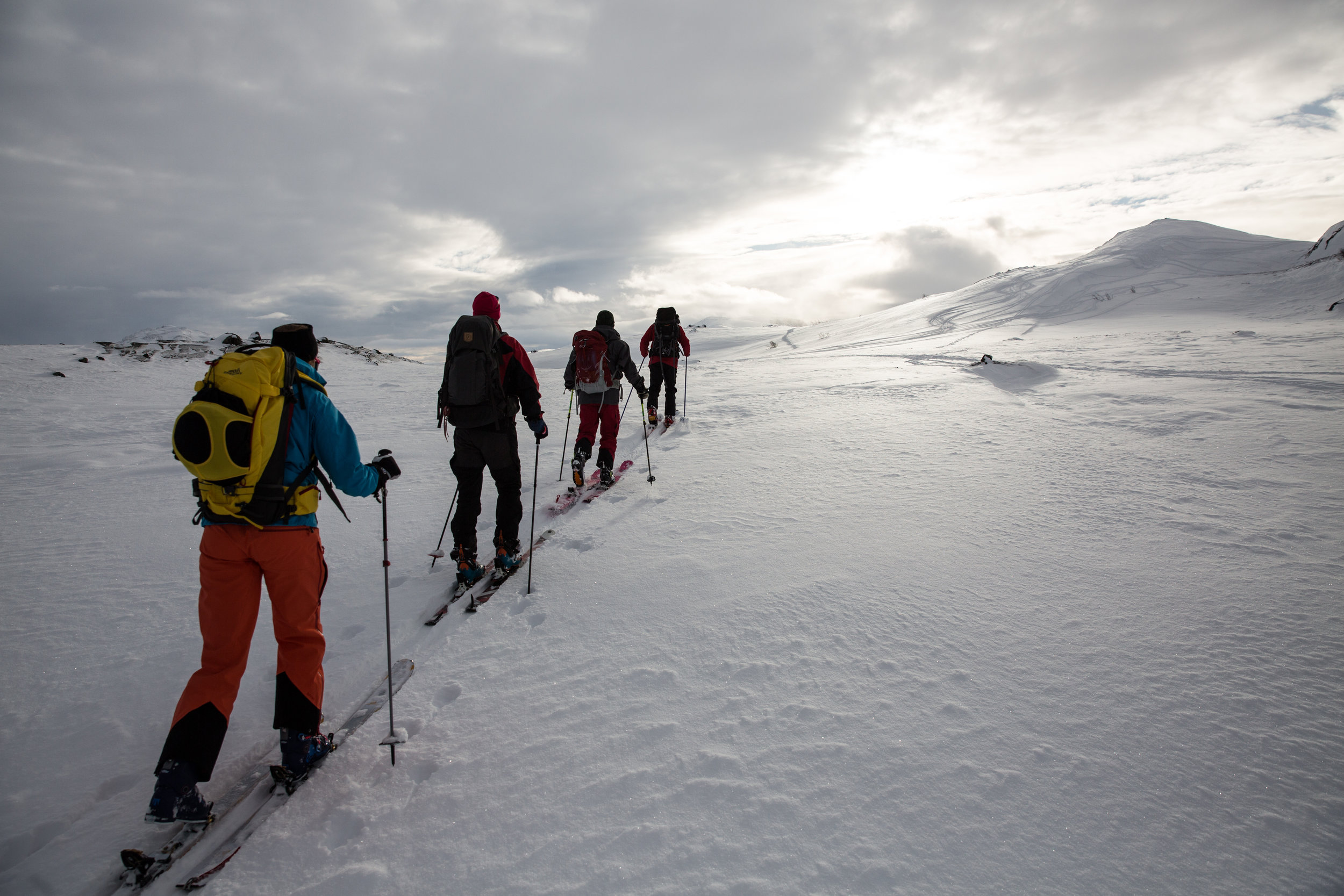 Endeleg er det din tur! Inviter ein venn med på topptur i Jotunheimen. GJENDEGUIDEN byr på triveleg turfølge og låge skuldrer. Ski skal vere GØY!