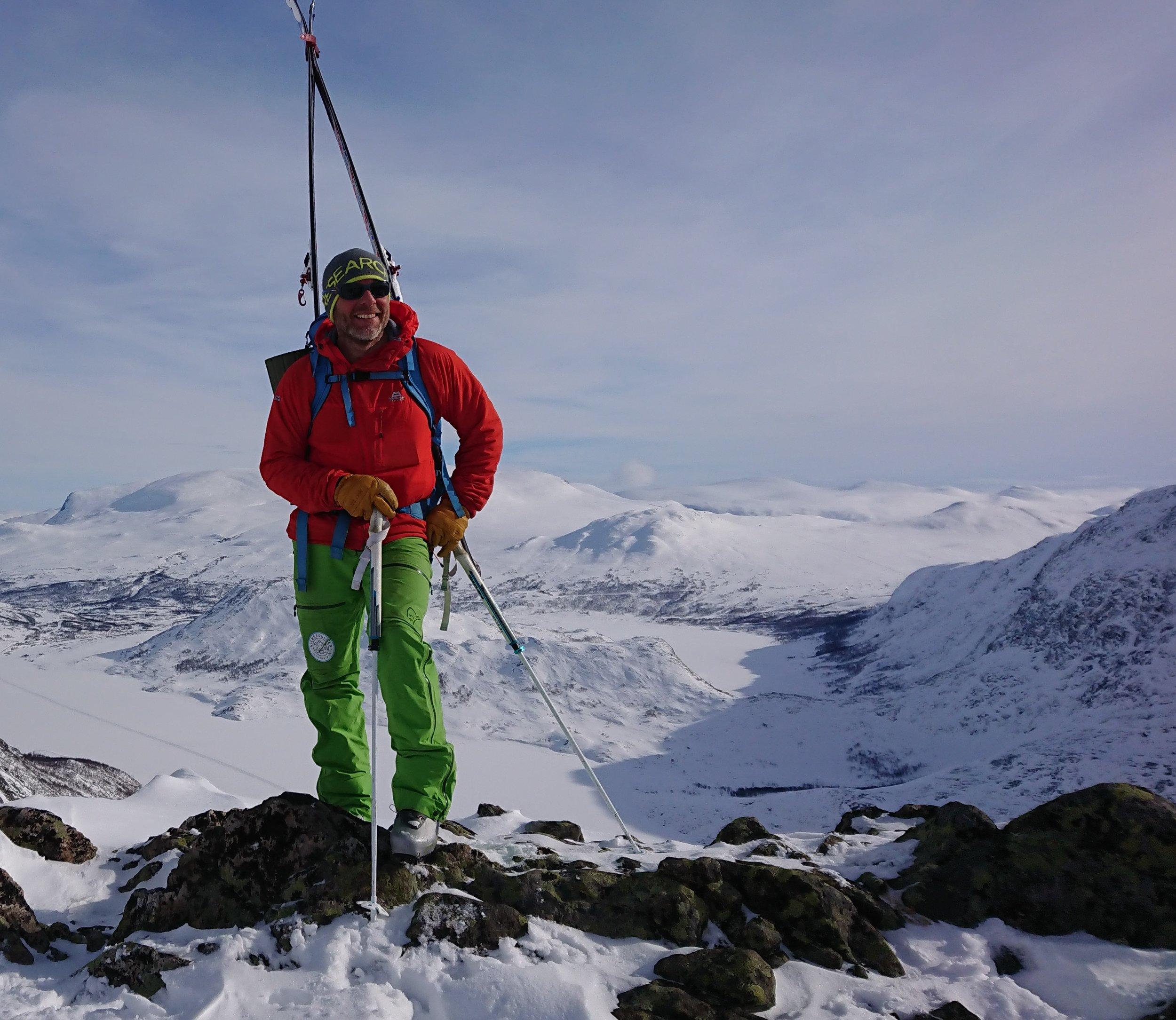 Knut-Erik frå GJENDEGUIDEN er hovedguide på denne turen. HØGRUTA Jotunheimen er eit eventyr, både i finver og uver, og alt ligg i korleis du håndterar ver, snø, deg sjøl og dei andre i gruppa. Spesielt det siste…