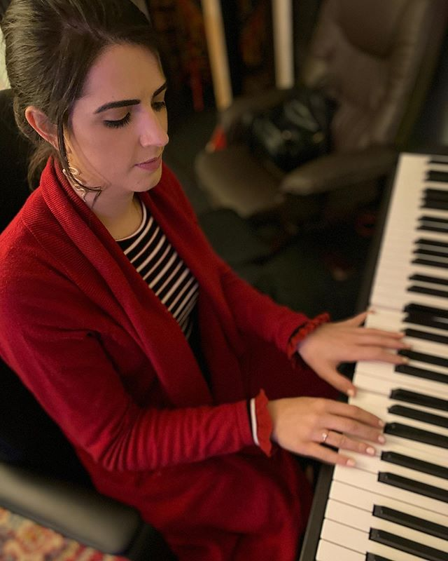 Starting off the week with some piano 🎹💁🏻♀️