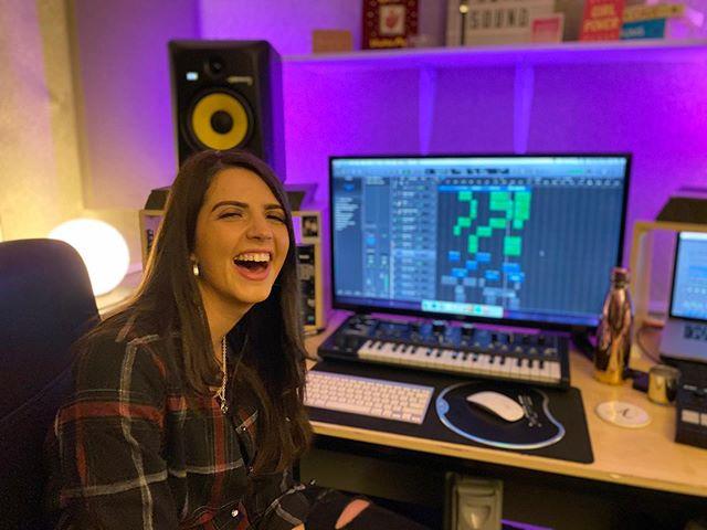 Lauren's got the giggles today 😂🤷🏻♀️