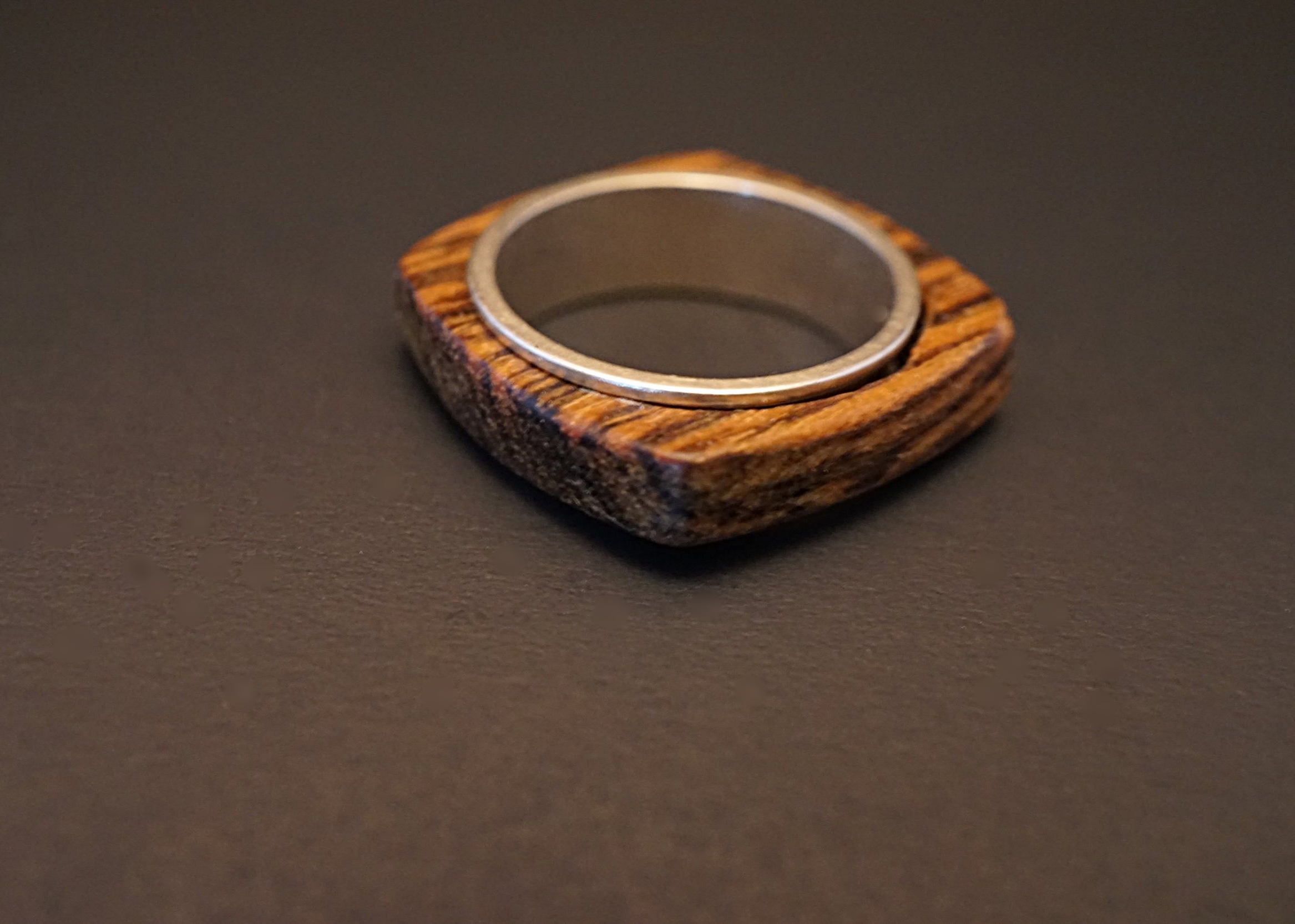 Spinner wood ring