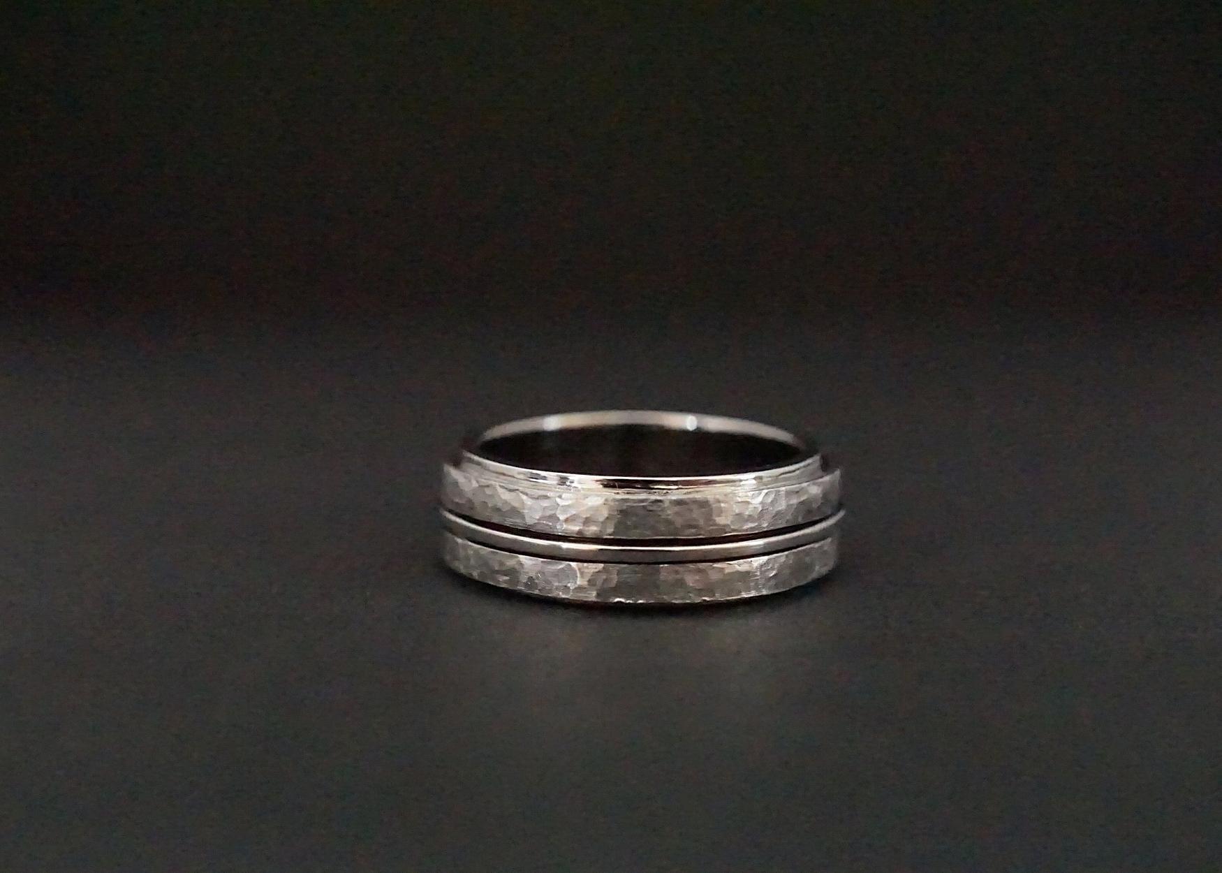 Hammered finish spinner wedding ring