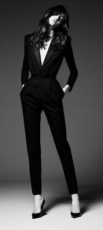 5cb77f37693663f84aa24734ebbf21ae--women-in-suits-suits-for-women-tailored.jpg